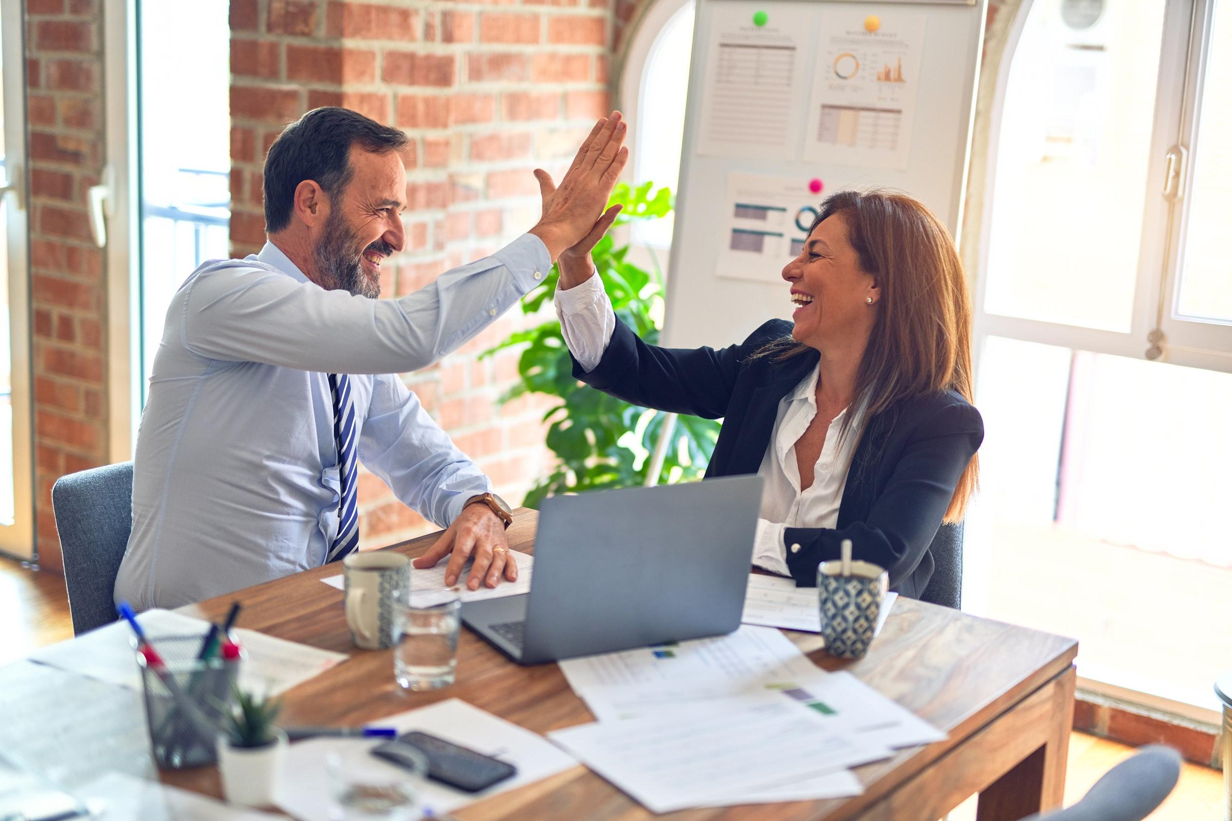 حدود الزمالة في العمل والدرس قد تصبح غير واضحة