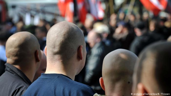 يقوى اليمين الشعبوي بالتوازي مع قوة الاسلام السياسي